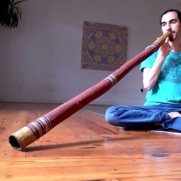 red-Wunungmurra-ceremonial-didgeridoo